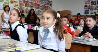 """Eleve de clasa a IV-a, hărțuite sexual la școală, de învățătorul lor, în Iași! """"Le pipăie în zonele rușinoase și le trimite bilețele de amor"""""""